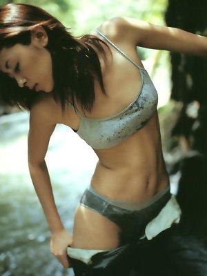 Radiant asian beauty looks incredibly stunning in her bikini