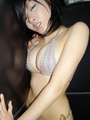 Sensual gravure idol chick looks incredibly inticing in a bikini